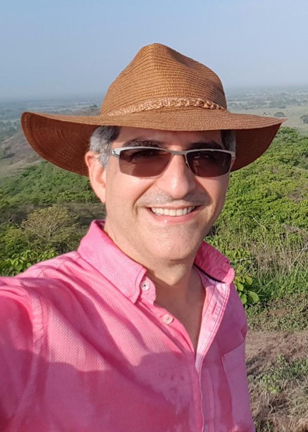 Dr. Eduardo Pertuz